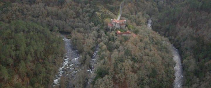 """Vídeo aéreo """" Monasterio de San Lorenzo de Carboeiro"""""""