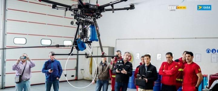 Aerocamaras muestra su Dron Velutina a los bomberos de Santiago