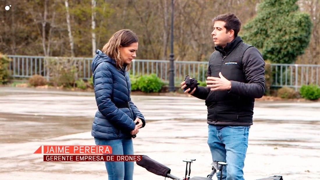 Jaime Pereira mostrando en Cuatro el Drone Velutina de Aerocamaras