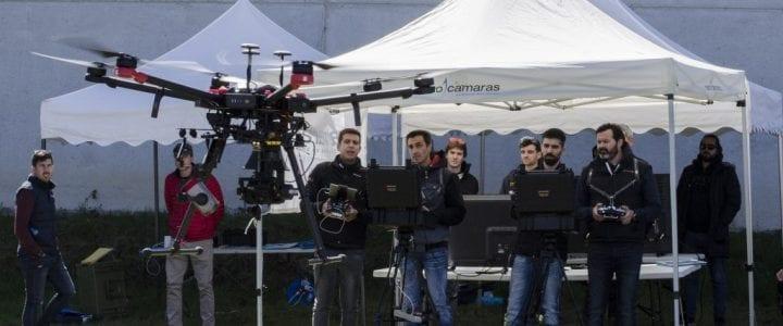 Una docena de profesionales de toda España se forman en Celanova como pilotos de drones en emergencias y seguridad de la mano de Aerocamaras