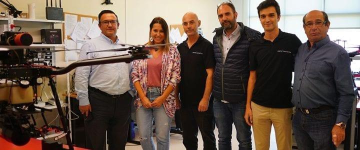 Beatriz Pino visita la empresa lalinense Aerocamaras